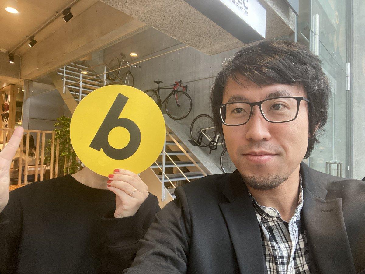 #bosyuでつながる忘年会 に来てくださった加藤さんに偶然、カフェでお会いしてごあいさつしたbosyuさん☺️その会限りじゃなく、ゆるくつながれてる感じがうれしい✨お願いしてお面写真も撮ってみました!(いつもお面持ってるw)