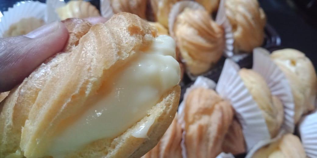 Warga Margahayu Raya & sekitarnya yang udah coba produk Flavia Cake N Cookies?? Khususnya yang udah nyoba produk terbaru Soes Duriaaan ga kalah doong sama Soes yang lagi Hits di Bandung. Yu coba intip & Follow IG flaviacakencokies dan untuk order WA 082120131436 #KulinerMRpic.twitter.com/Tgz8Kskwpq