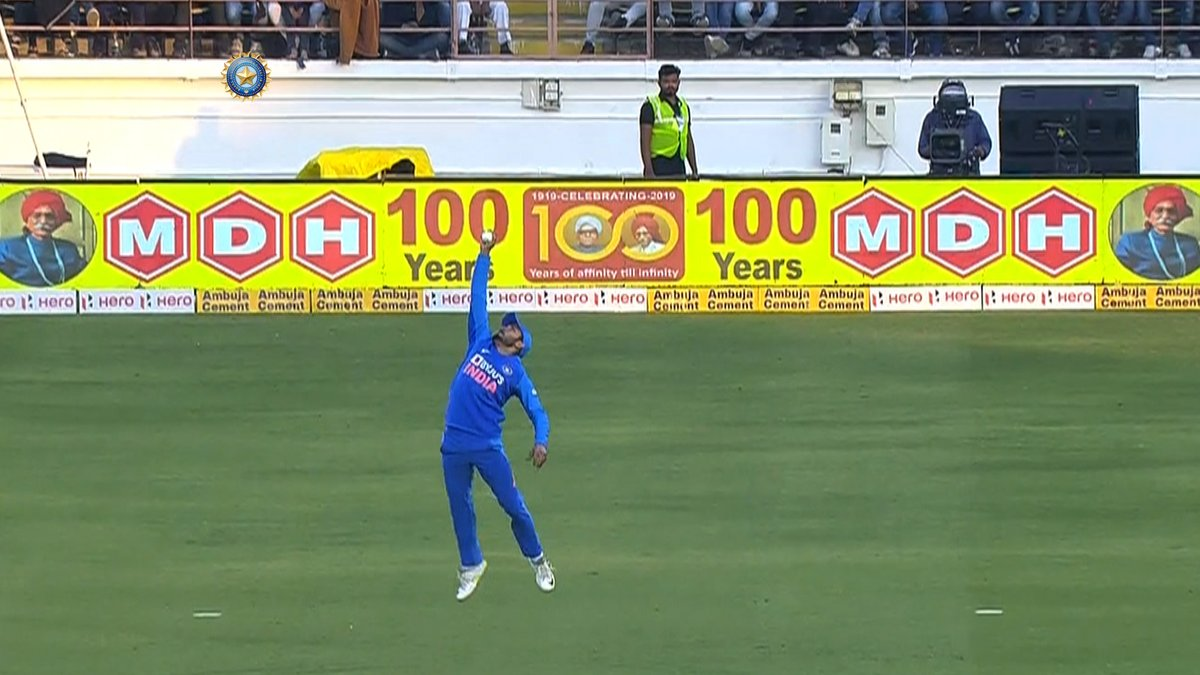 WHAT. A. CATCH!  #TeamIndia  #INDvAUS<br>http://pic.twitter.com/DyV8Vgtryy