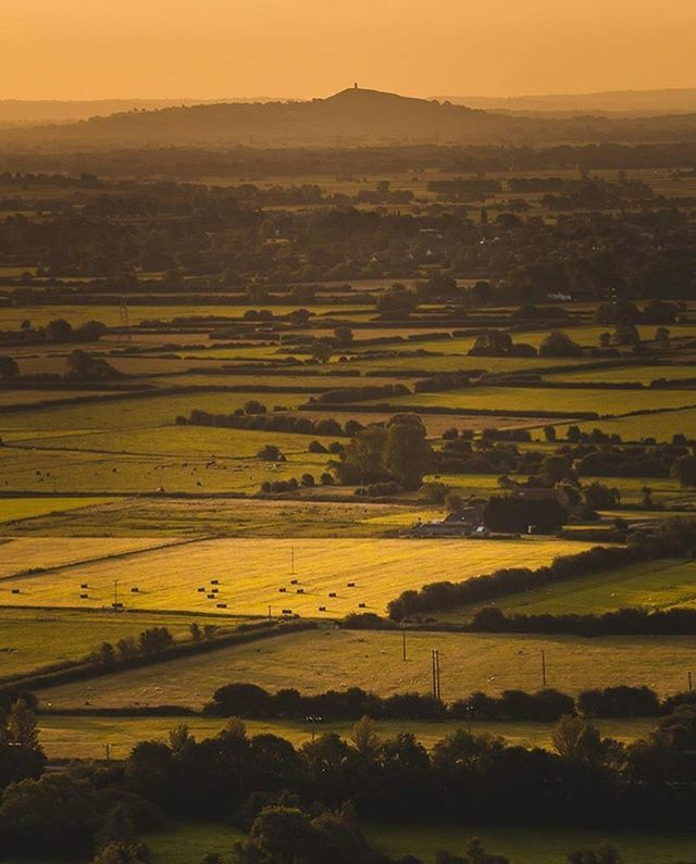 Now that's what you call a Somerset view  Wonderful capture by @usasjd .  Image selected by @kistography  TAG your photos: #loveforsomerset  FOLLOW us: @loveforsomerset . . . #somerset  #wanderlust #somersetlife #swisbest #ig_countryside #southwest … https://ift.tt/2R3B10xpic.twitter.com/IwOSPEVaFF