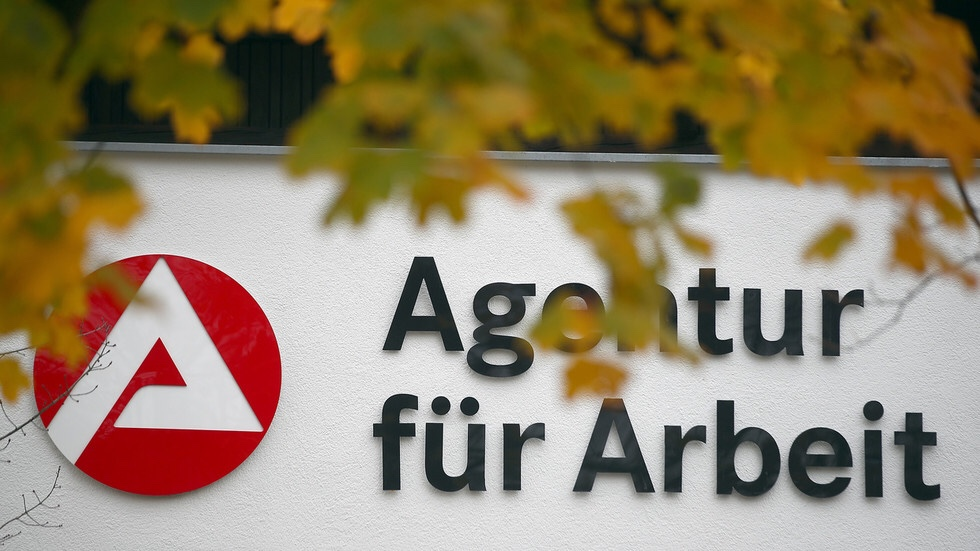 'No Arabs please': Job rejection sparks racial controversy in Germany https://www.rt.com/news/478447-germany-no-arabs-racism-scandal/…pic.twitter.com/AWUAyUm9qW