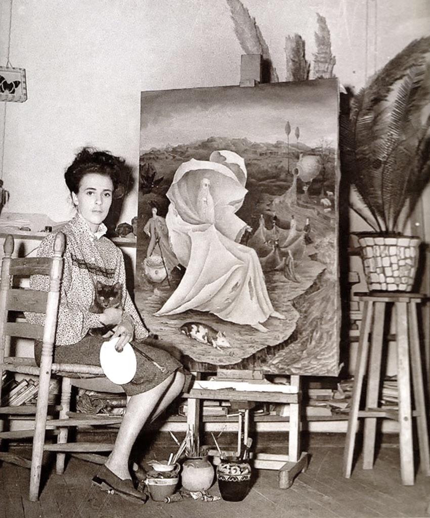 "#FotodelGiorno: Leonora Carrington accanto alla sua opera ""The Temptation of St. Anthony"", 1945 pic.twitter.com/eET2N7lXJa"