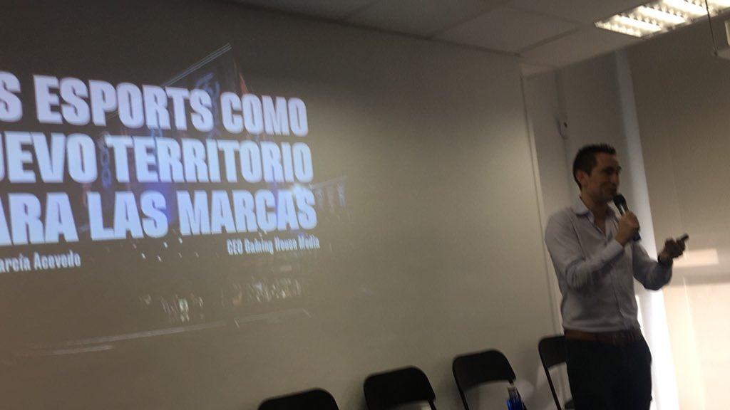 @progpublicidad #desayunoiab Carlos GARCÍA Acevedo , CEO de Gaming House Media explica el salto generacional en los eSports pic.twitter.com/UO8nGG3EDl
