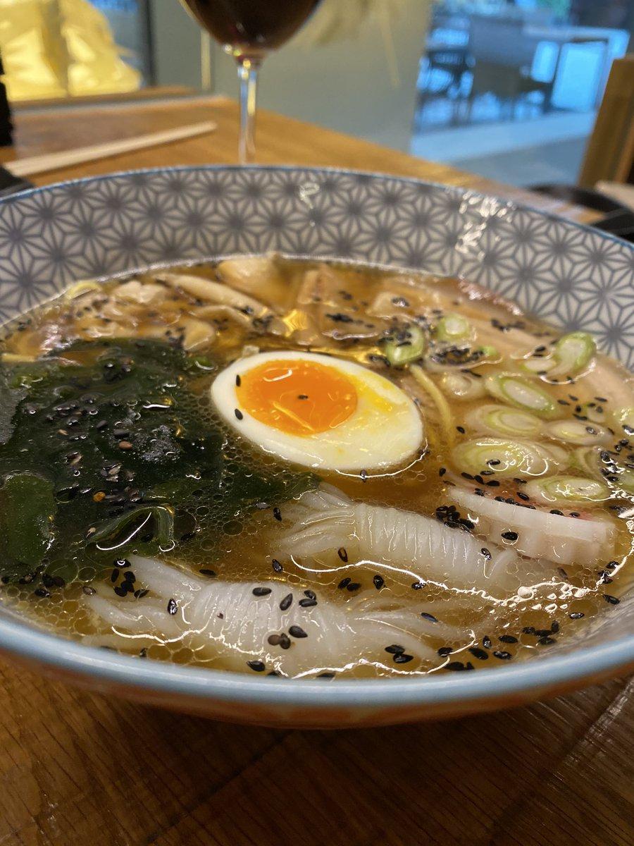 Arrancamos el #finde con un #viernes de #ramen!? #TabernaWabiSabi #RestaurantesValladolid #japo #JapaneseFood #gastronomía #RamenWabiSabi #RamenLoverspic.twitter.com/y1HdpP08UT