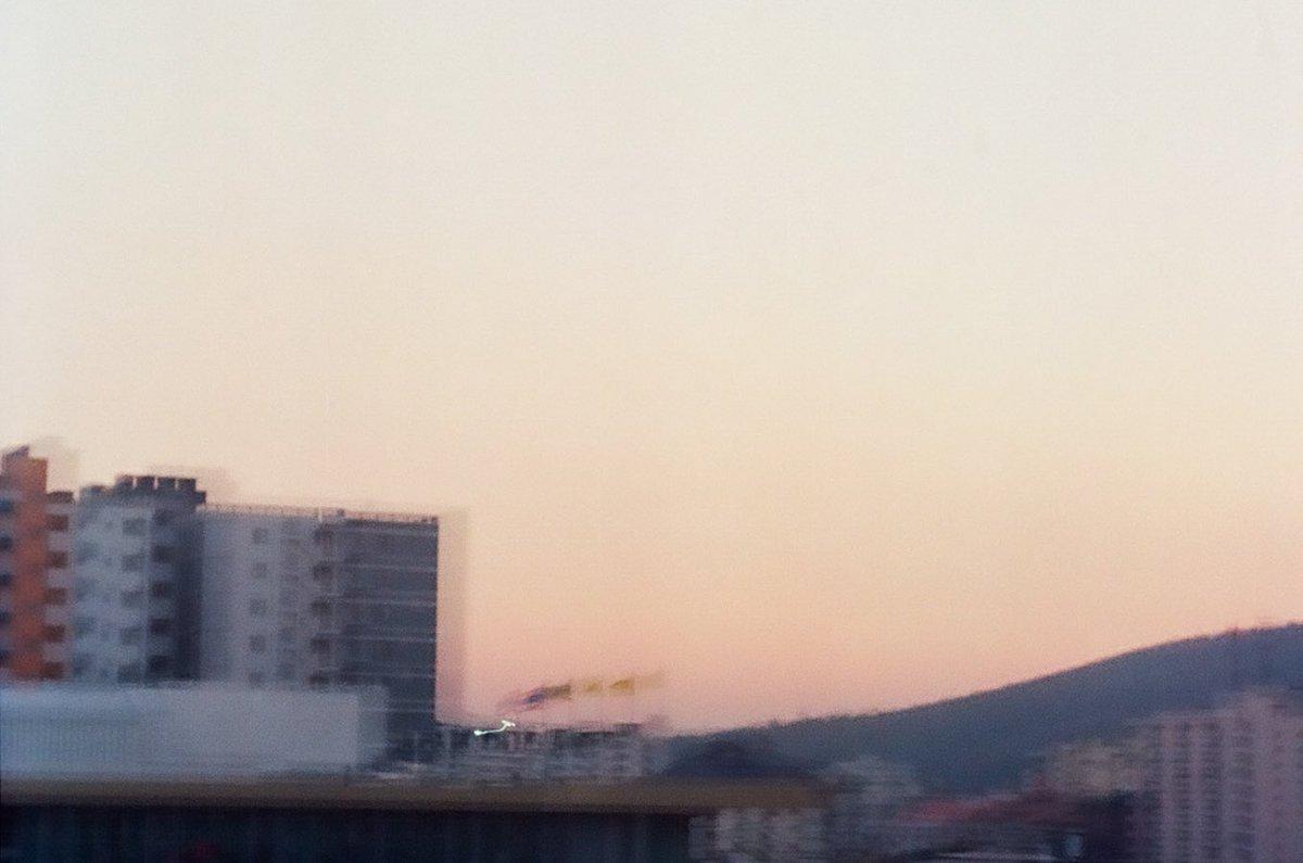 แม้ทุกอย่างเลือนลาง แต่ความทรงทรงยังคงชัดเจนอยู่เสมอ #_picturesforybynidnoi #_picturesfory #sky #skylovers #zenit #zenit122 #kodakcolorplus200 #kodak #film #กล้องฟิล์ม #ท้องฟ้า #ฟ้าpic.twitter.com/E419CXmWOa