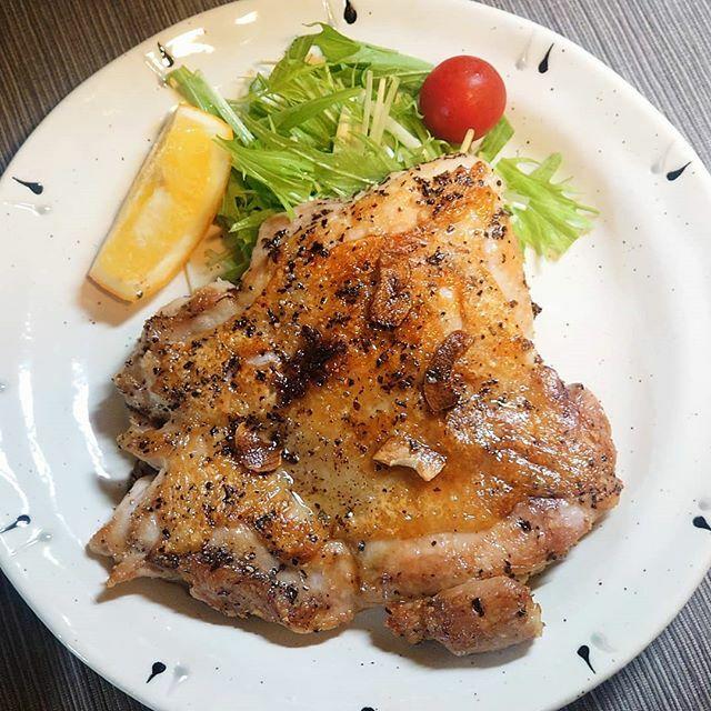#チキンステーキ #chickensteak #chicken #saute #garlic #salad #lemon #dinner #mealathome #cooking #takekitchen #japanesefood #japanesecuisine #instafood #夕食 #夕ご飯 #夕飯 #和食 #おうちごはん #自宅飯 #男飯 #料理 #料理男子 #料理好きな人と繋がりたい https://ift.tt/38jtu3Bpic.twitter.com/zRGjCDDMS1