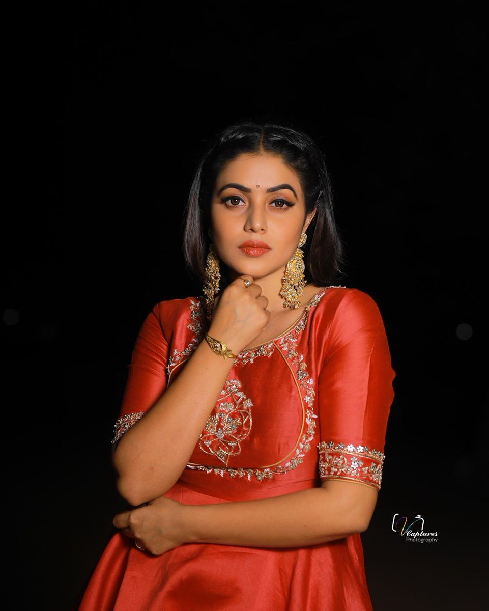 పూర్ణ హాట్ లుక్స్.. http://s9express.com/photos/52/Poorna_Super_hot … #poorna #hotactress #Photoshootpic.twitter.com/o1Ycbj623v