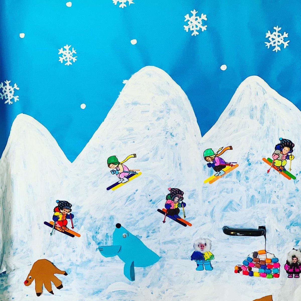 ¡¡¡Con esta preciosa decoración invernal, os deseamos un feliz fin de semana!!!  #invierno #winterishere #esquimales #pingüinos #nieve #educacióninfantil #artsandcrafts #doityourself #profesmolonas #creatividad #imaginación #micolemola #ceiprosaluxemburgo #aravaca #pozuelopic.twitter.com/SJDHCCWbsN