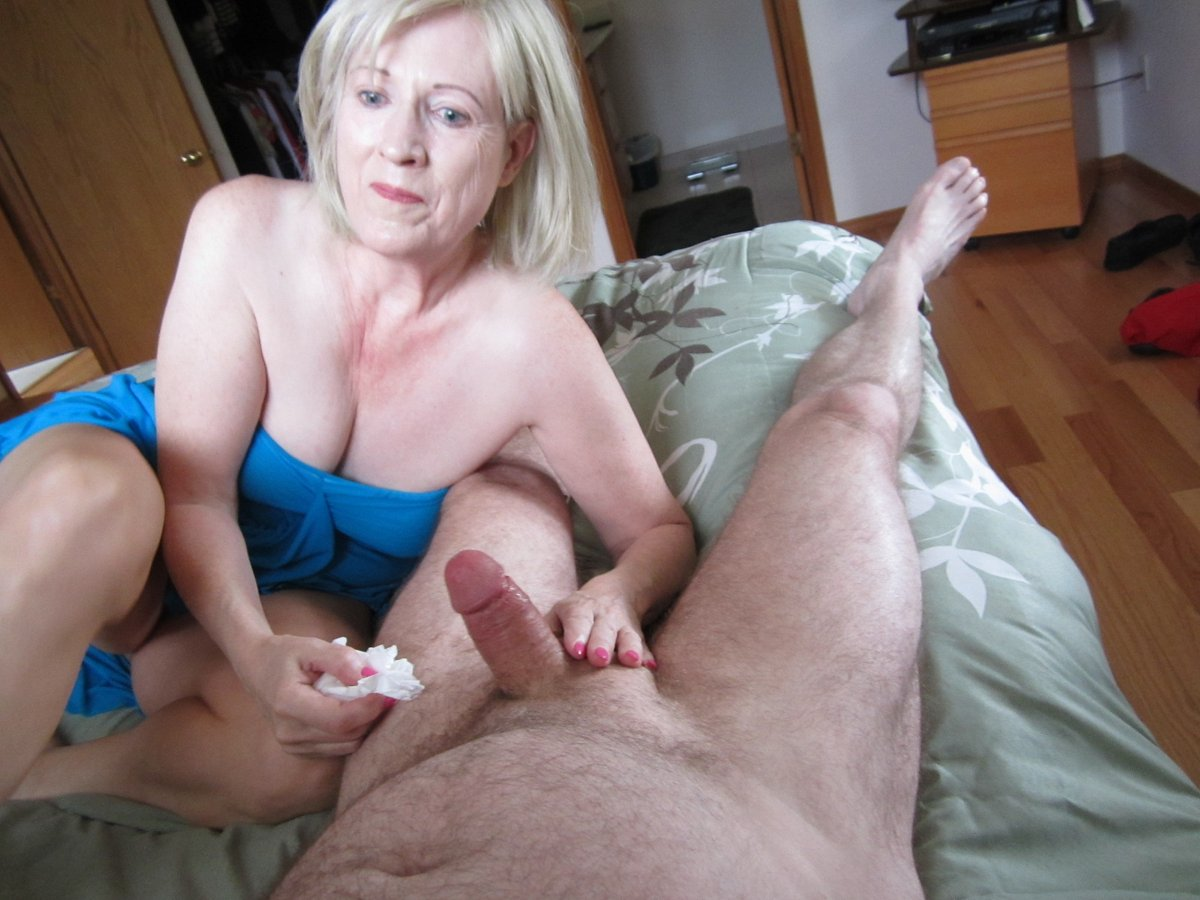 Old lady gives handjob hot cum in my pussy