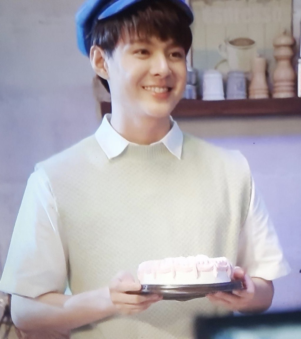 When Saint gives you his favorite cake. Give it back to him please!#Saint_sup  #WHYRUspecialEP                               ISaint                 NOW                               THEN<br>http://pic.twitter.com/jHyjWW6Nll