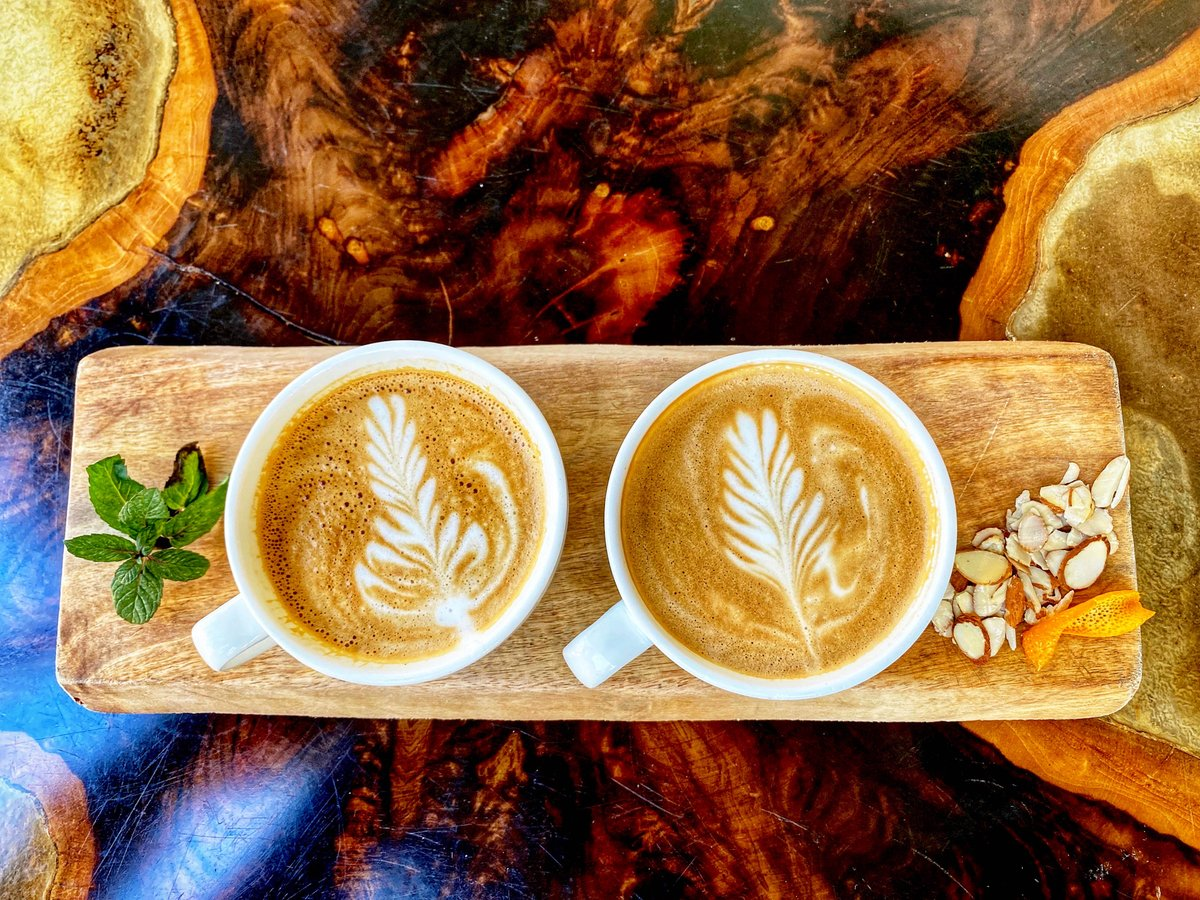 In preparation for valentines, check out our new drink specials in the Cafe! 'Mint to be' latte and 'love blossoms' mocha.  #josnowsyrups #guglhupfcafe #valentinespic.twitter.com/0Fxih1MBX9