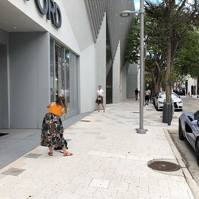 Only in Miami photo shoot in between rain bands. Stopping by the @TOMFORD store in the @designdistrict for my Grammy suit. pic.twitter.com/0GCWDOw4mg