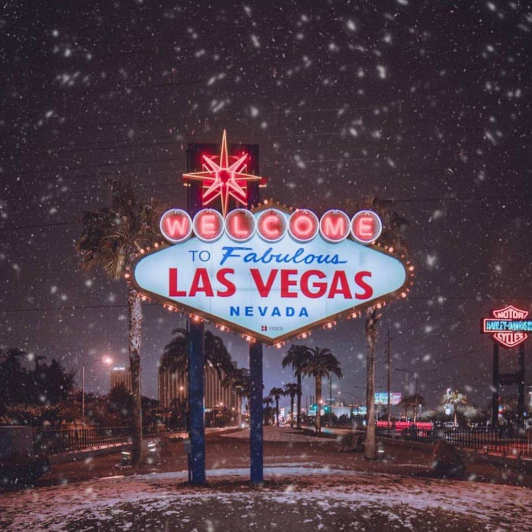 Las Vegas in the Snow! Definitely a sight to see!  Original post by @ninjahnn    #travel #airplane #travelphotography #hotel #explore #world #fly #wanderlust #destinations #blueskies #exploretheworld #traveltheworld #travelgram #freedom #travelwithoutboundries #getgoosepic.twitter.com/PLkHImTRDc