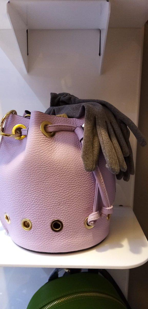 Elegante #borsetta a sacca in pelle con tasche interne e chiusura a laccio. 30% di sconto in #offerta € 34,50 da Donna Più Firenze #saldi #offerte #sconti #fashionnova #trend #borsa #repost  #mensbrand #borsa  #borsainpelle #fashion #donnapiufirenzepic.twitter.com/ikWeGWrL4H