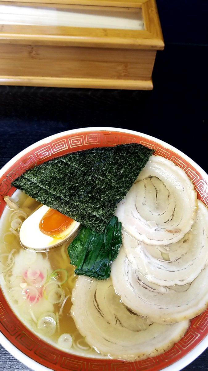 『今日のラーメン(1月17日 浜田屋平須店)』今年18杯目。あっさりチャーシュー麺をいただきました。あっさりとして甘味と醤油の風味が効いたスープとツルシコの細縮れ麺が印象的です。#醤油ラーメン#水戸市#浜田屋平須店