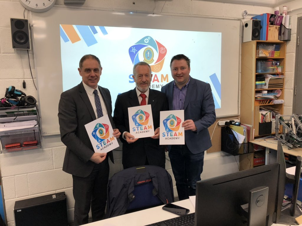 I was delighted to attend the launch of the STEAM Academy today @MounthawkMercy @STEAMMounthawk with Teacher Will Nolan and Deputy Principal Pat Fleming. Outstanding work by both students and teachers. https://t.co/8Th0EFabAL