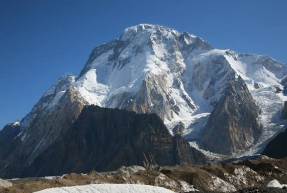 Broad Peak is karakoram mountain 12th highest mountain in the world at 8,047M) first climbed in June 1957 by Fritz W, Marcus Schmuck, K Diemberger and Hermann Buhl of Austrian expedition⭐𝐅𝐨𝐥𝐥𝐨𝐰 & 𝐑𝐞𝐭𝐰𝐞𝐞𝐭⭐#BeautifulPakistan #tourism #adventure, #trek #mountaineering