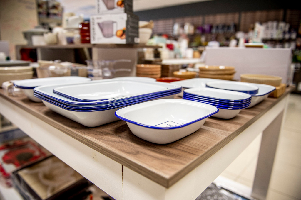 Do you need new oven trays? Come in store this weekend to see our range 🙌