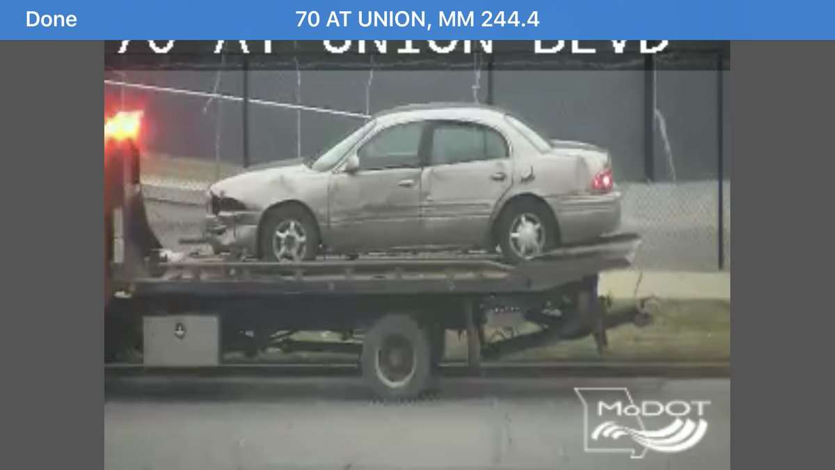 They are about wrapped up with this accident off the roadway on eastbound 70 before Union.  Amazing what going through a bit of chain link fencing can do to your car... #LetsBeCarefulOutThere @kmoxnews #stltrafficpic.twitter.com/0151dPK4kr