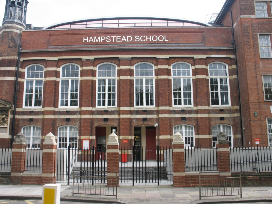 Hampstead School is raising money to go solar-powered. An ethical investment opportunity that will save 229 tonnes of CO2 over 20 years and also help reduce the school's heating costs. Deadline is 31 Jan, find out more https://t.co/WotJKOQmMJ @hampsteadschool @HampsteadVllg https://t.co/V7fHPO4lQH