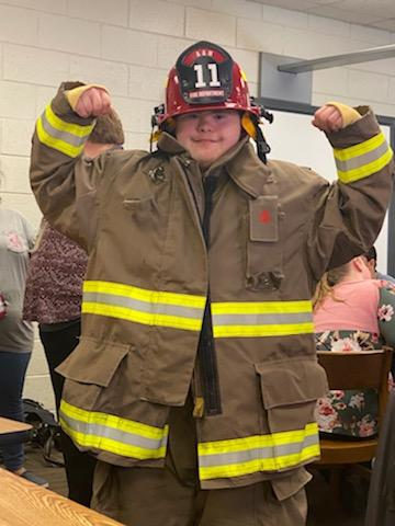 Central High School CBI classes learned fire safety from volunteer firefighter Kyle Sikes and volunteer Fire Chief Tim Sikes.   #lionstrong #24strong #committed #wechangelives #showsomelove #thecitymenus #thecitycalendarspic.twitter.com/Gy3rNnDMnj