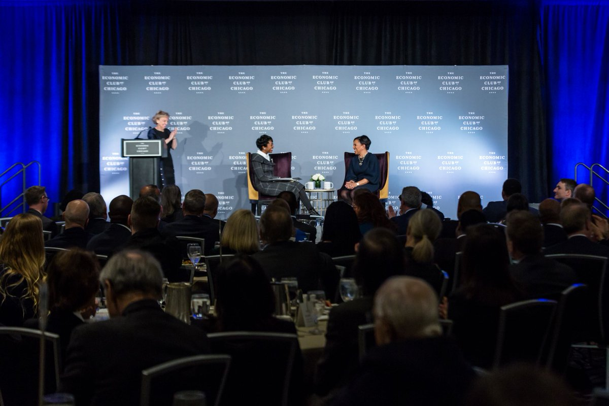 Coffee talk ☕  The audience at the @econclubchi really perked up during my conversation with Roz Brewer, COO of @starbucks.   Her best advice: From her mom—Always be a lady and rise above To her children—Go! Be fearless To her teammates—Join me in trying to make a difference https://t.co/mUIooVkszf
