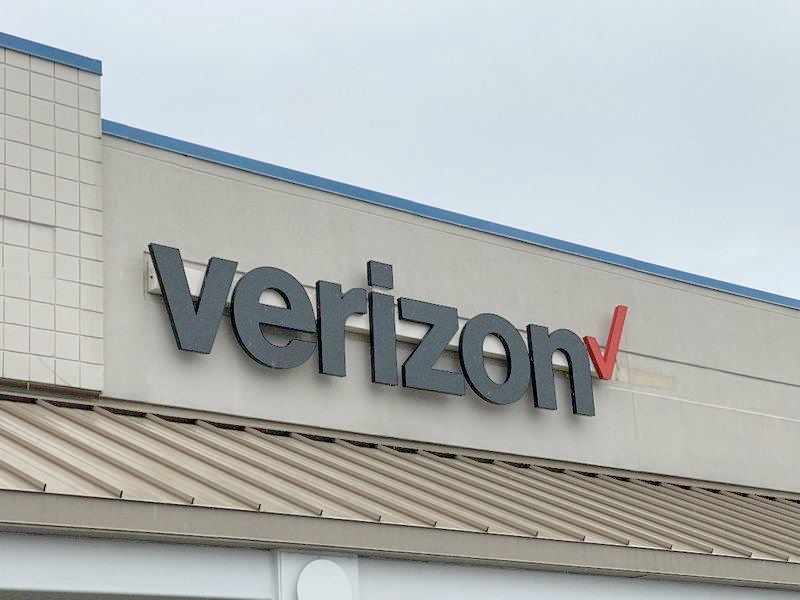 Verizon's new #OneSearch search engine puts privacy at the forefront. https://bit.ly/2ucyjwx  Unbiased and unfiltered results for all.  Can't wait to try this out. #verizon #searchengine #privacypic.twitter.com/UKjxy7kFAp