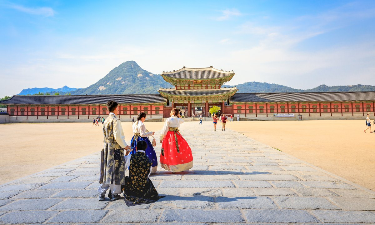 Often overlooked, South Korea offers a beguiling mix of ancient culture, futuristic cities, extraordinary nature, and one of the most exciting foodie scenes on the planet...  http://bit.ly/2TESVZn @KoreanTravel #TravelInspirespic.twitter.com/KUSTSGdTEx
