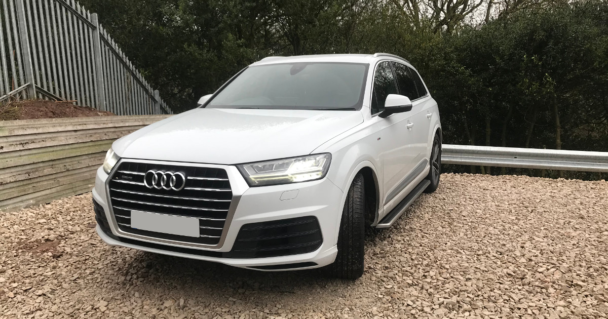 #CAROFTHEWEEK; the fantastic @AudiUK #Q7 seen here at #Direct4x4 for fitting of the OE style #sidesteps.  https://direct4x4.co.uk/collections/audi-accessories…  For the discerning driver who desires the original look without the high manufacture cost! #SUV #Luxury #4x4pic.twitter.com/xWFcaItzYj