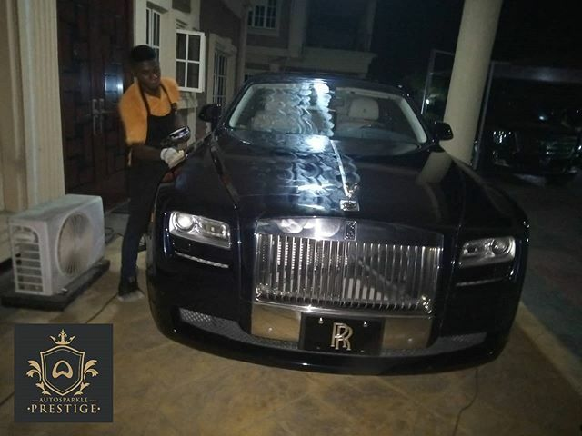 Regranned from @prestige.myautosparkle  SEAL ME treatment on-going on the Rolls. Client's gonna roll out with more prestige on the streets henceforth.  #myautosparkle #myautosparkleprestige #rollsroyce #ghost #luxury #luxurycars #cardetailing #carwaxing … https://ift.tt/2NDivdfpic.twitter.com/fxfXBzwSt3