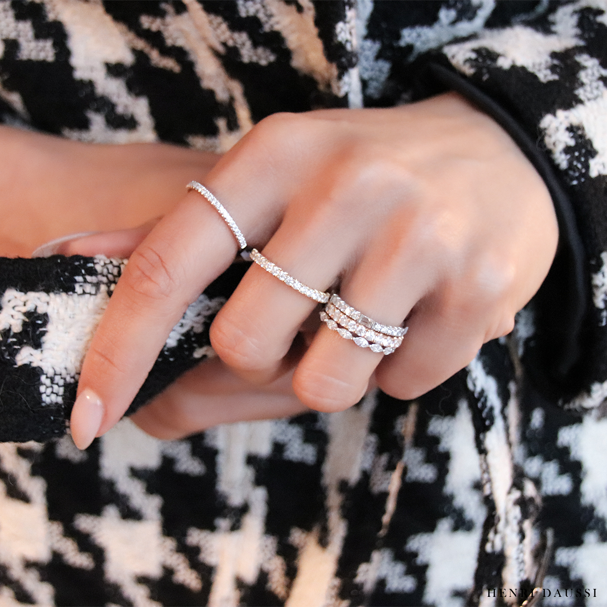 Bundle up and head to your nearest Henri Daussi retailer this weekend for the Valentine's Day gift you know they'll love 💍  #StackingRings #RingStack #DiamondBands #RingInspo #ValentinesDayGift #GiftIdeas #AnniversaryGift #HenriDaussi   https://t.co/R7ILDrKF2j https://t.co/RjpS4muqPG