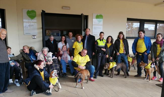 test Twitter Media - 🐶Los residentes del centro para #PersonasMayores @DomusVi_Es Ciudad de Badajoz disfrutaron de la iniciativa 'Un ladrido por una sonrisa' de la mano de @Colvetba con el fin de experimentar los beneficios que los perros producen en las personas. https://t.co/69EXg3xW1N https://t.co/1iRXk781UF