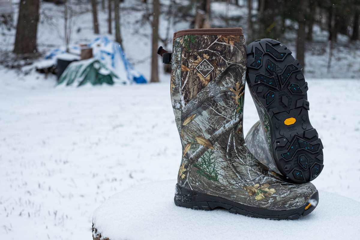 Winter calls for an entirely different muck boot. Come prepared in your Arctic Ice Xtended Fit Extreme Conditions Boot.  https://www.canadiangreatoutdoors.com/blogs/news/extreme-conditions-extreme-fit …  Buy a pair between now and Sunday and receive 15% off when you use coupon code ARCTIC15 at checkout.  #muckboots  #winterboots #bootspic.twitter.com/2g35eTaMaK