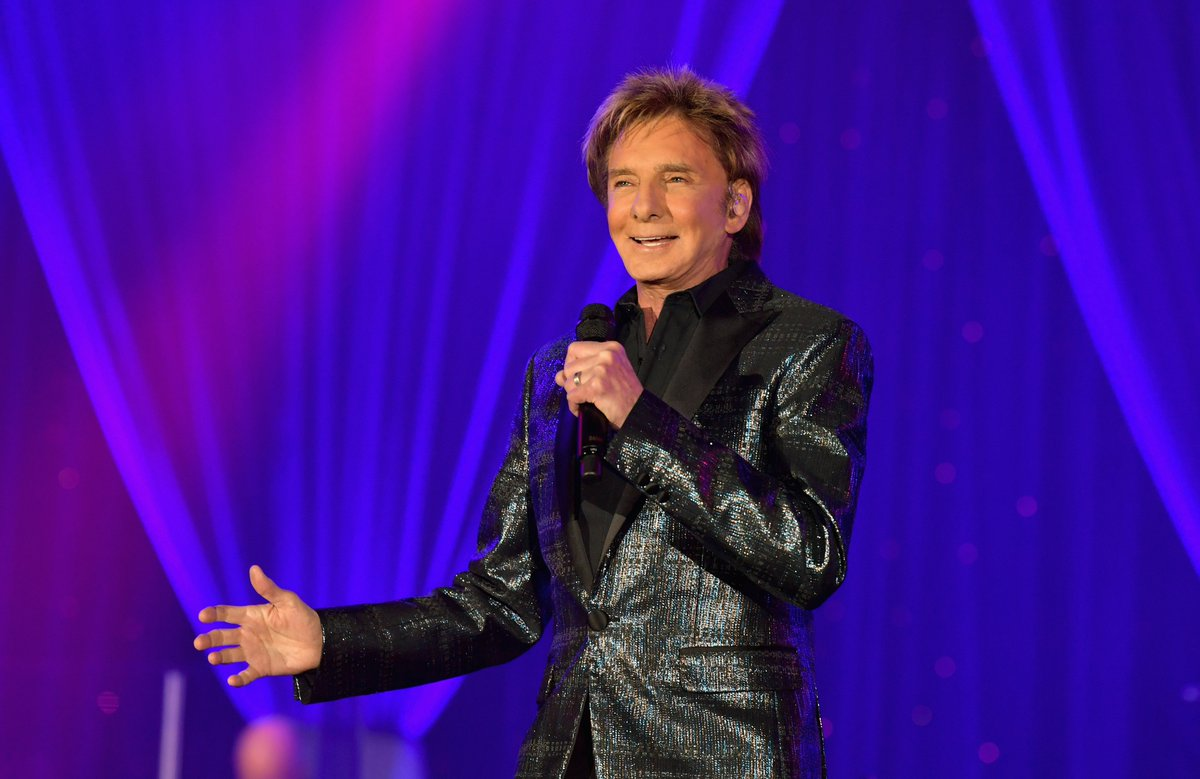 Just booked an interview with @barrymanilow and this brings me GREAT joy. He's legit one of my faves. #BarryManilow #lovemyjob @981thebreezepic.twitter.com/1UpkhkjEBc