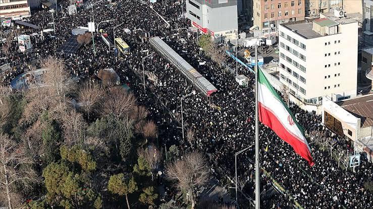 İsraille yaşanan tüm politik sorunlara rağmen ülkede 8 bin civarında İranlı Yahudi yaşamaktadır.pic.twitter.com/A9g5VExpQu