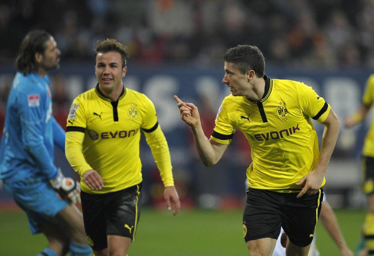 Augsburg: So begann der Kult um 2 BVB-Torjäger! http://ow.ly/aVqu1026RpN #fußball #football #soccerpic.twitter.com/ykpwxcvnit