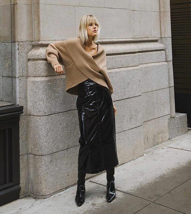 It's a vinyl kind of day . . .  via @lindatol_ . . . #fashion #style #stylish #fashion2019 #stylescout #chic #fashionblog #fashionista #fashionpost #trendingrn #fblogger #bloggerstyle #bloggerfashion #vinylskirt #vinylboots #patentleather #sweate… https://ift.tt/35ZC1a9pic.twitter.com/ca1lRVRIVi