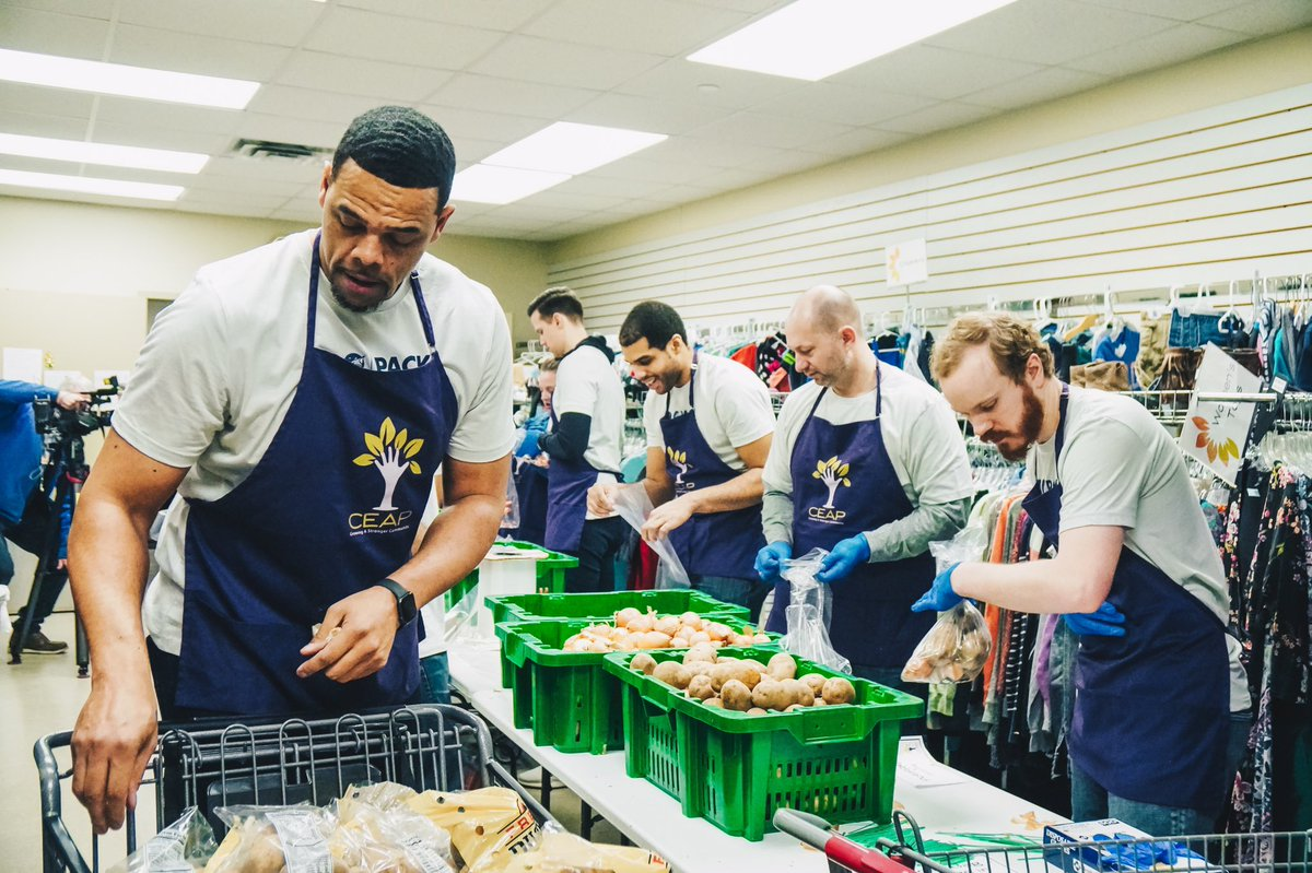 In celebration of MLK Jr. Day, Timberwolves & Lynx staff spent the morning at @CEAP_MN packing 1,500 meal kits, sorting produce and stocking the food market shelves. Last December, staff raised $15,000 for CEAP as part of the annual Holiday Giving Initiative. #PackGivesBack