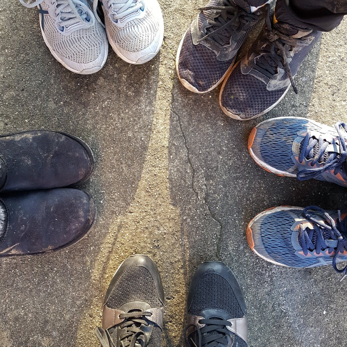 Day 17 #100daysofwalking - lots of company with little people today. Friday after school play date #homelifebalance pic.twitter.com/q7VlrPJr82