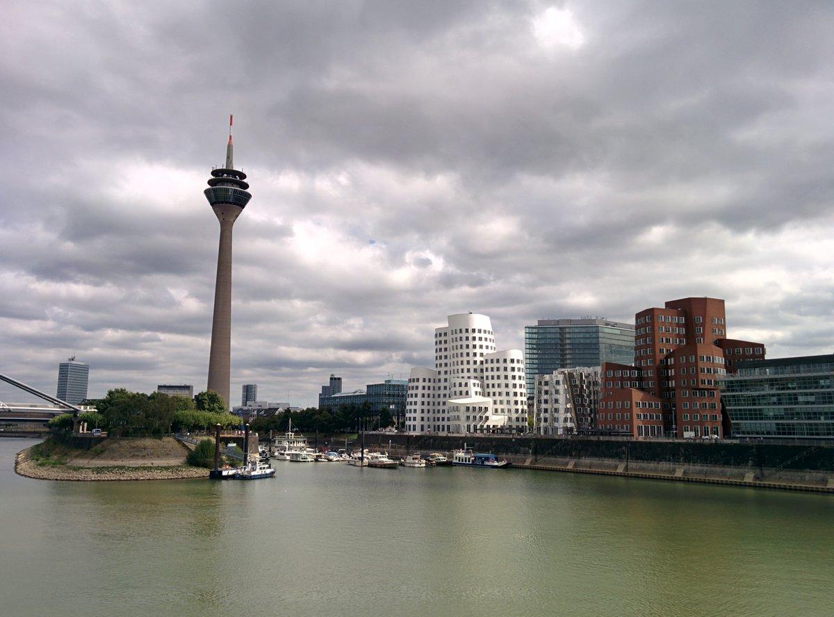 Ready for the weekend #Dusseldorf #Medienhafen #Mediaharbour #marina #port #Rhinetower #NeuerZollhof #FrankGehry #buildings #architecturepic.twitter.com/86ZTjM5vkK