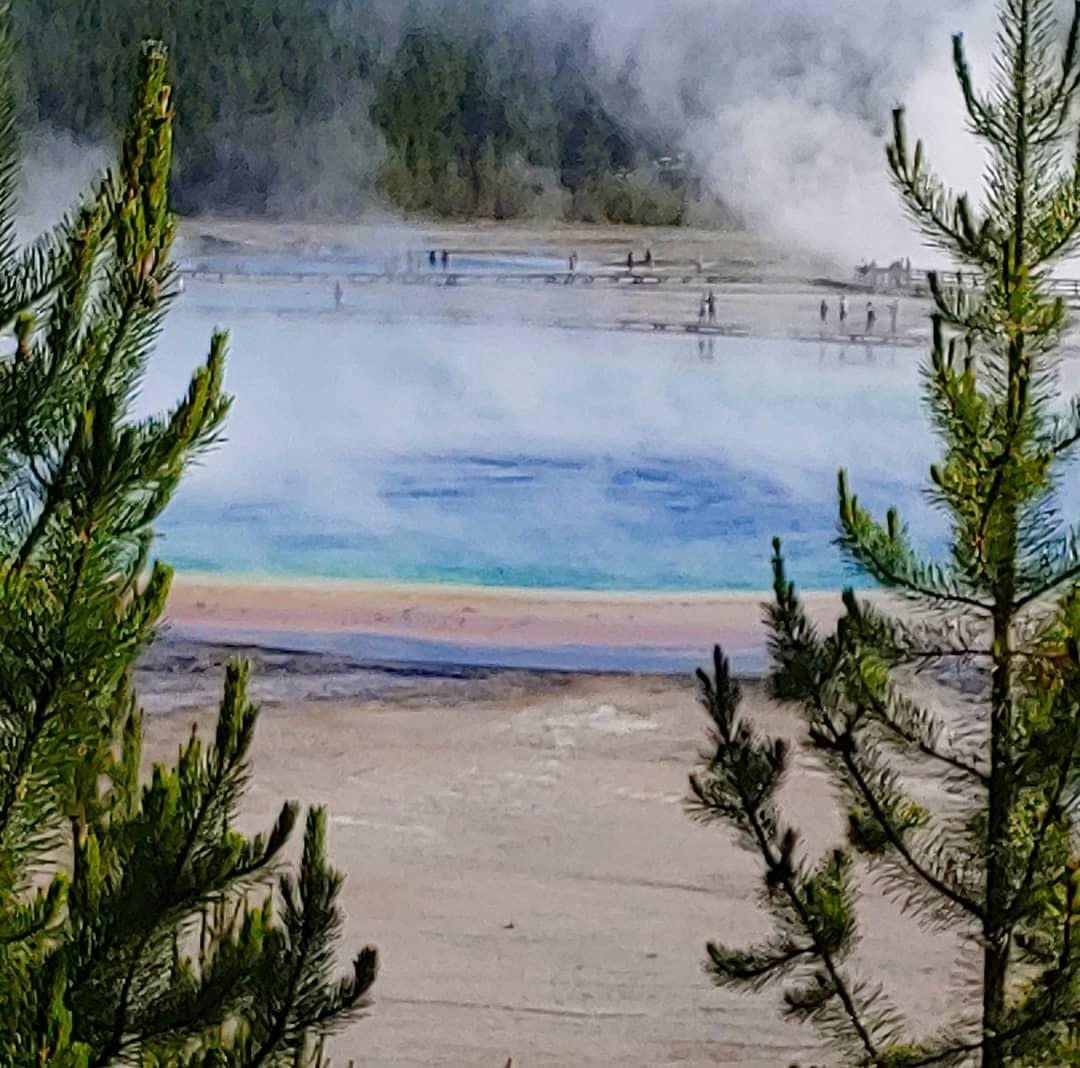Share your #BucketListMemories for #FlashbackFridayz! Tag hosts @carpediemeire @TravelBugsWorld @Adventuringgal + guests @tspadventure & @travelwithirine We went on a #BucketList #RoadTrip to #Yellowstone (and beyond)!!! Road trip of a lifetime! 😍