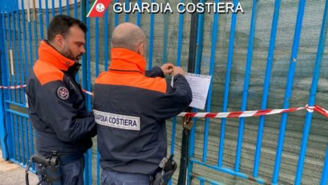Sequestrato dalla Guardia Costiera cantiere navale a Santa Flavia - https://t.co/0tyRol7OIb #blogsicilianotizie