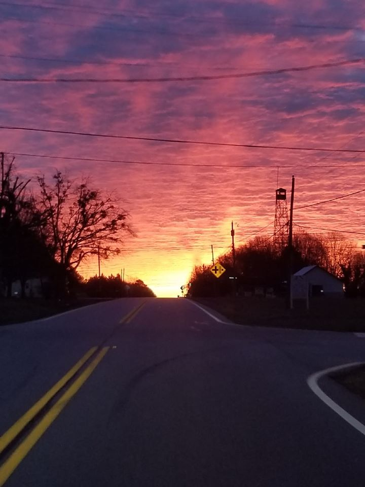 Check out this sunrise picture from Leigh Childs Phillips in Bowersville, Georgia. 🌅