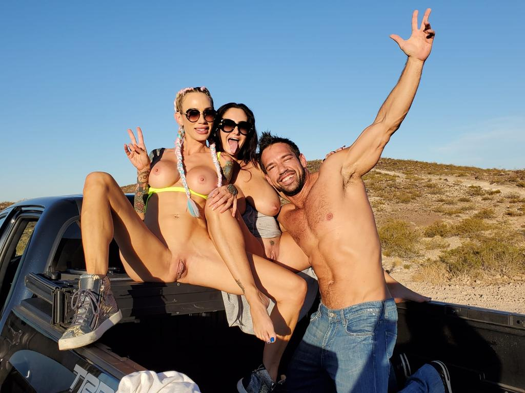 💥What the fuck were @sarahjessiexxx @AvaAddams & @thejohnnycastle doing in the back of this truck?😈👌 Subscribe to check it out!👇🏼 onlyfans.com/avaaddams👇🏼 onlyfans.com/avaaddams