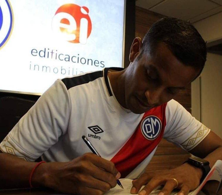 Junior Ross es nuevo jugador de @CCDMunicipal. La temporada pasada jugó en @sportboys.  #Fichajes #Liga1pic.twitter.com/C2fLxHSW9B