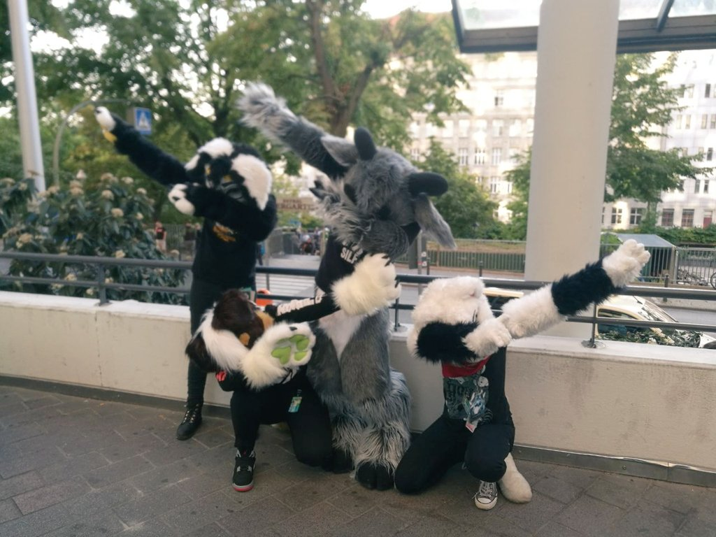When in doubt, DAB! Eurofurence, we'll be back!! #FursuitFriday   @Wimbaloo<br>http://pic.twitter.com/yKxjjQ60Et