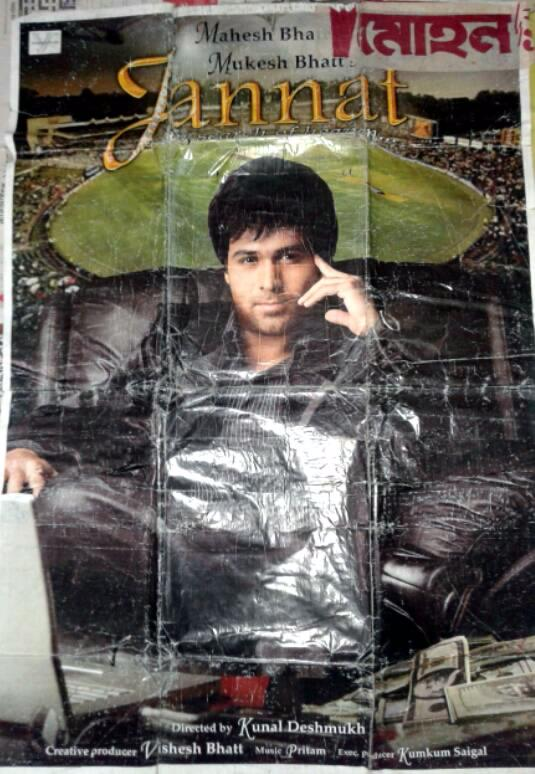 Still remember that moment when My friend & Me torn this Big Poster from Wall in 2009  Thank God we weren't caught by people @emraanhashmi aur kya kya karu to prove that I love you??   Emraan  Main Jo v hoon bas only for you Emraan #Jannat pic.twitter.com/XMDikdF7qh