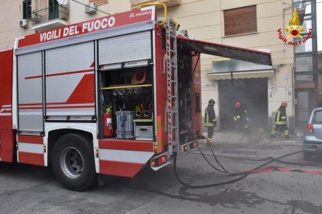 Paura alla Noce, incendio in un'officina: intervento dei vigili del fuoco (FOTO) (VIDEO) - https://t.co/obOt7g99me #blogsicilianotizie