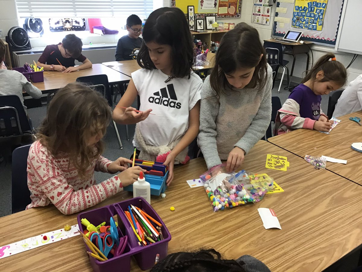 "Creating our ""We are Glebe"" chain links <a target='_blank' href='http://twitter.com/GlebeAPS'>@GlebeAPS</a> <a target='_blank' href='http://twitter.com/APSVirginia'>@APSVirginia</a> <a target='_blank' href='http://twitter.com/glebepta'>@glebepta</a> <a target='_blank' href='http://search.twitter.com/search?q=GlebeEagles'><a target='_blank' href='https://twitter.com/hashtag/GlebeEagles?src=hash'>#GlebeEagles</a></a> <a target='_blank' href='https://t.co/ZKygHglrN4'>https://t.co/ZKygHglrN4</a>"