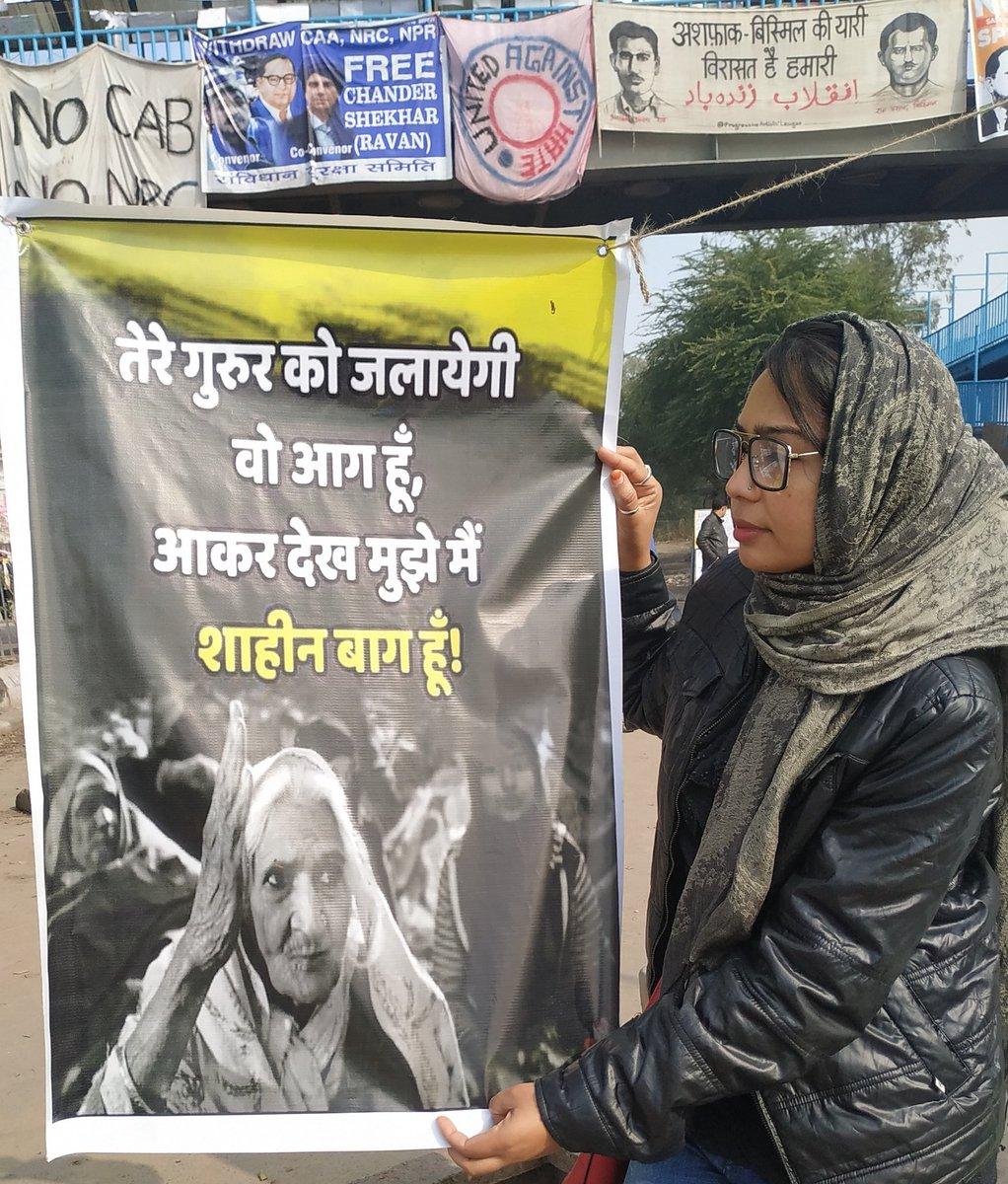 प्यार बांटो, देश नहीं ।क्योंकि कितना भी जोर लगा लो, हम देश नहीं बंटने देंगे ।#ShaheenBaghProtests #shaheenbaghsham #ShaheenBaghStandOff #ShaheenBagh – at Shaheen Bagh Block G